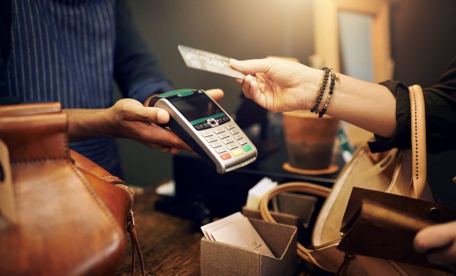 Operadoras de cartões iniciam serviços de saque no comércio