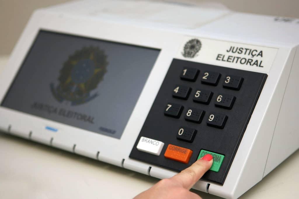 Deputada do PSL anuncia Comissão para PEC do voto impresso