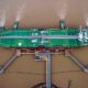 Navio-tanque descarrega petróleo no porto de Zhoushan, China