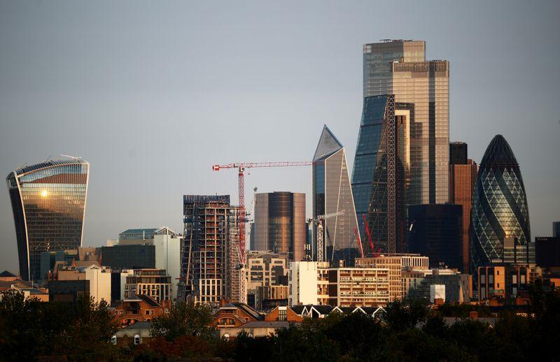 Fundos imobiliários (FIIS) estão em evidência; veja vantagens de investir