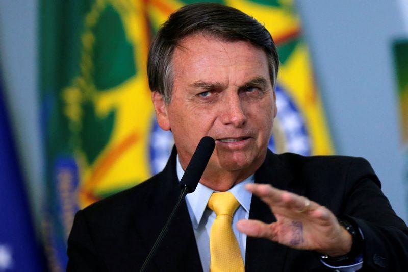 Bolsonaro responde Lula e diz não ser negacionista ou terraplanista