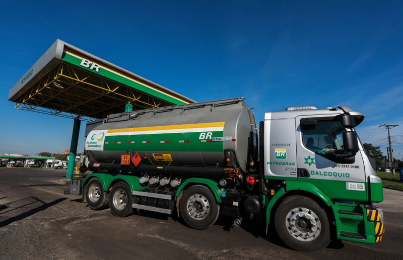 Petrobras faz novo reajuste no preço do diesel e da gasolina