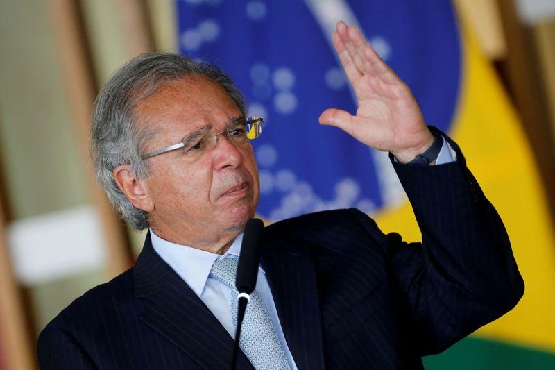 Governo antecipará 13º de aposentados e pensionistas, diz Guedes