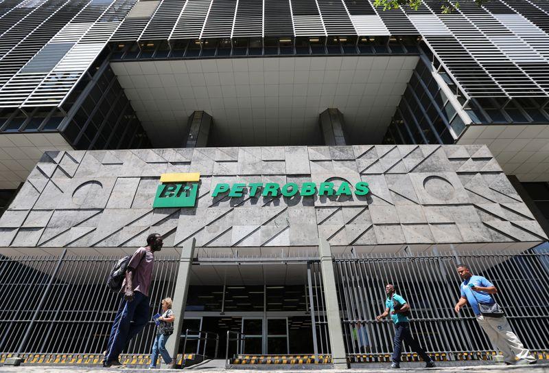 Petrobras (PETR4) assembleia destitui Castello branco e confirma Luna estatal